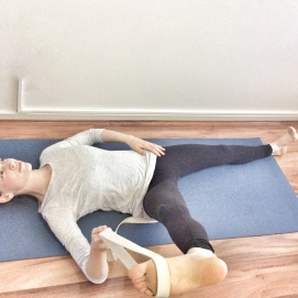 Place elbow on floor to support leg.